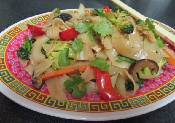 Rice Noodles with Chicken and Vegetables (640x451)