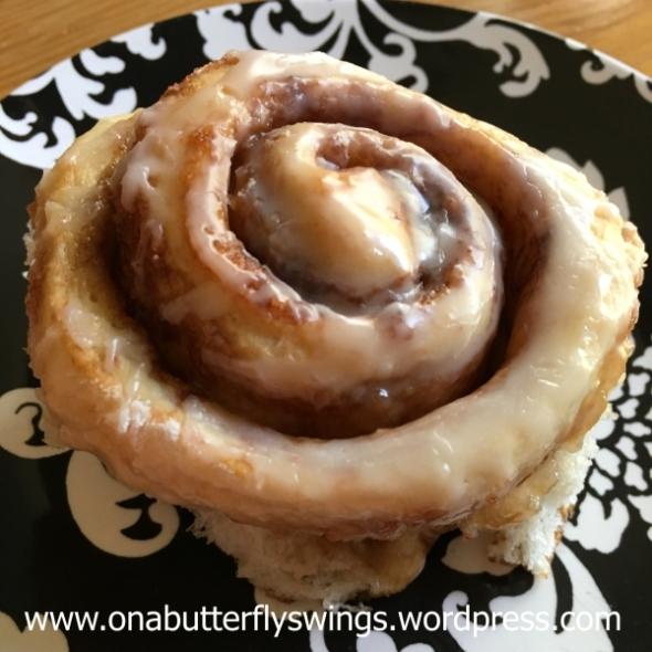 cinnamon-roll-lid